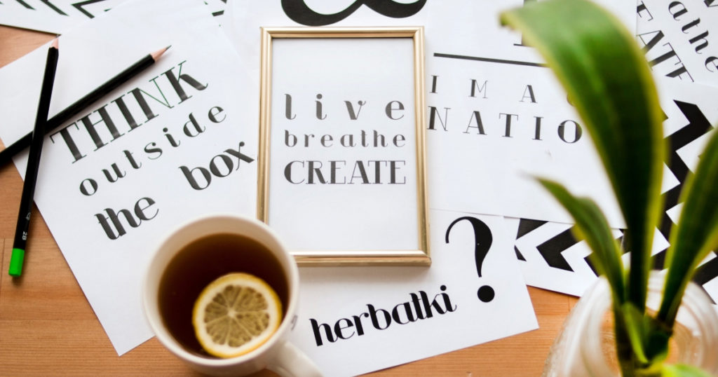 motivational quote prints on desk
